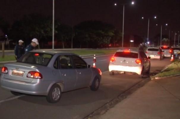 Motorista de aplicativo é preso em flagrante após ser parado em blitz da Lei Seca