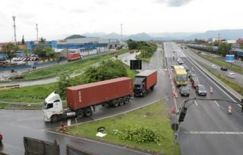 Trânsito na entrada de Santos terá alterações e desvios para obras