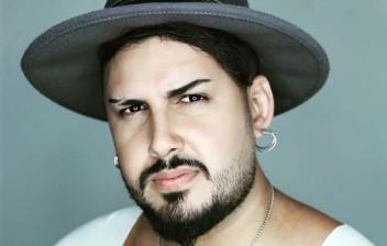 Cantor sertanejo morre após bater motocicleta em poste na volta de show