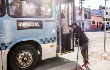 Projeto obriga ônibus a parar em qualquer lugar quando solicitado por pessoas com deficiência