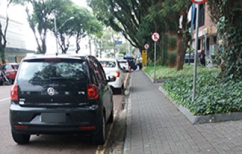 Posso estacionar meu veículo automotor no meio-fio pintado de amarelo?