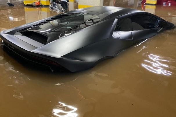 Lamborghini Huracán de R$ 1,6 milhão atingida por enchente em SP não tinha seguro