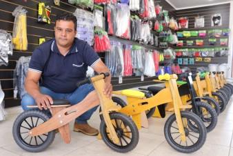 Empresário cria bicicleta ecológica com apoio da Tecpar