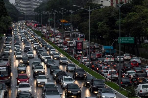 SP registrou congestionamento e demanda nos coletivos