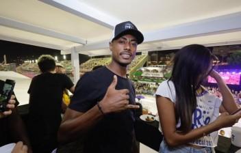 CNH apresentada por Bruno Henrique é falsa, diz perícia