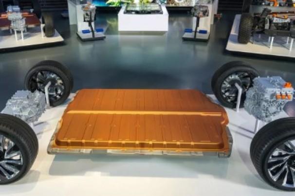 GM lança bateria para elétricos com autonomia de 645 km