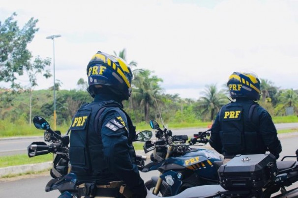 PRF flagra motociclistas disputando 'racha' na BR 367