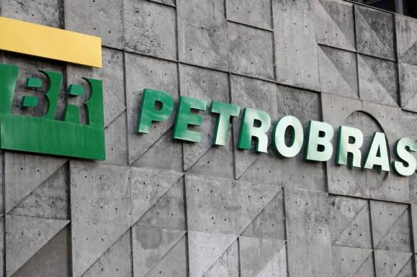 Refinarias: Petrobras reduz valor da gasolina em 15%