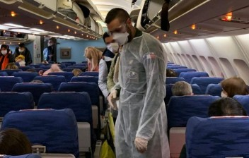 Vai viajar: Como se proteger do coronavírus durante o voo