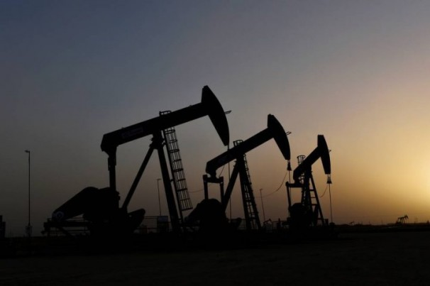 Petróleo cai mais de 2% após Arábia Saudita anunciar plano