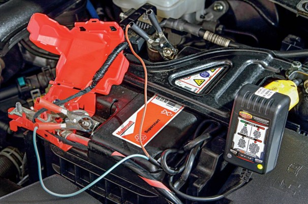Carregador ressuscita bateria sem apelar para chupeta