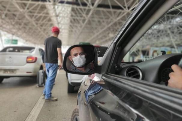 Uber vai exigir que motoristas usem máscaras