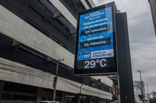 Rio: Painéis de trânsito alertam sobre uso de máscaras