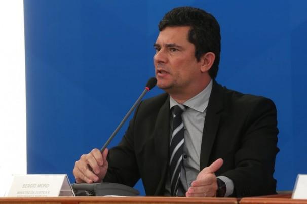 Acidentes em rodovias caem no Brasil, diz ministro