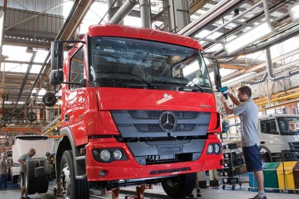 Mercedes vê queda de 20% na venda de caminhões