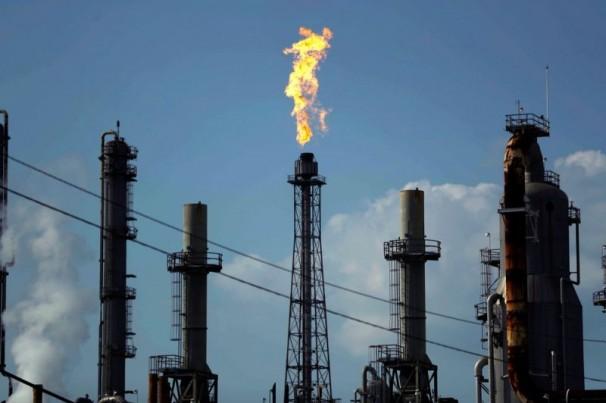 Petróleo tem forte queda com empresas dos EUA