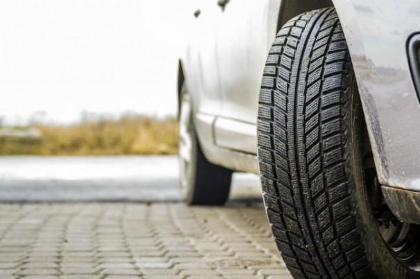 Carro parado? Como evitar achatamento do pneu