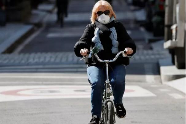 Diante da pandemia, a Europa sobe na bicicleta