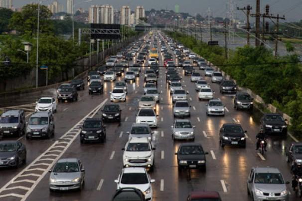 Começa a valer o rodízio ampliado de veículos em SP