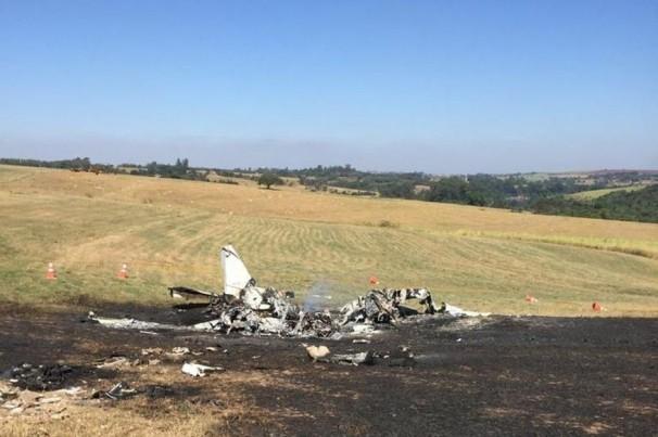 Queda de avião mata piloto paraibano