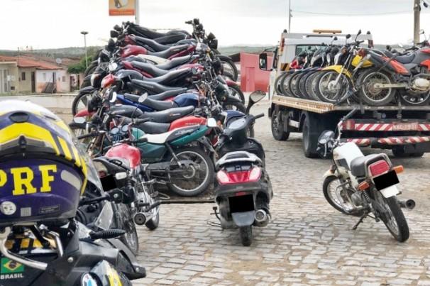 PRF flagra mais de mil infrações de motociclistas
