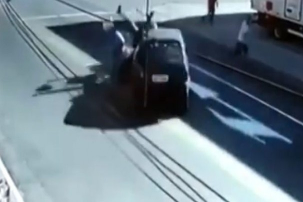 Briga de trânsito termina em atropelamento e morte
