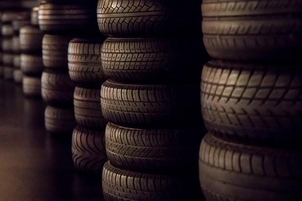 Empresa faz doação de pneus para ambulâncias