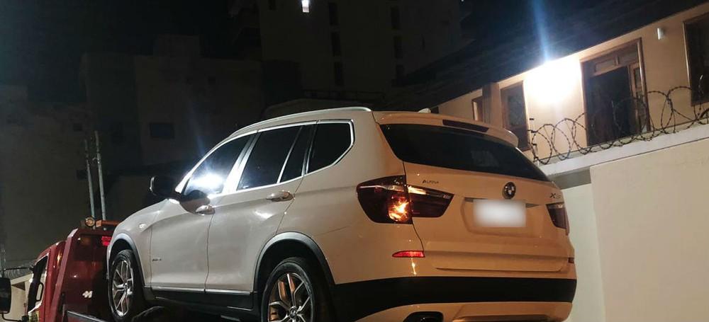 PM apreende carro de luxo com 50 multas em Minas Gerais