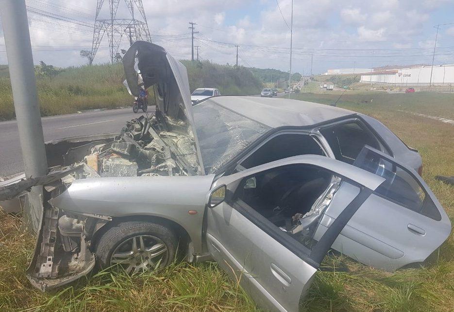 Bebê é arremessado para fora de veículo em acidente na BR-101