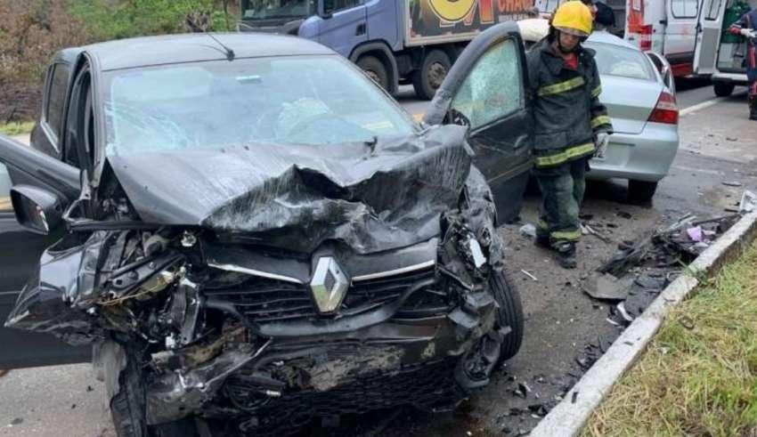 Pai e avó morrem, mas bebê é salvo por cadeirinha em grave acidente