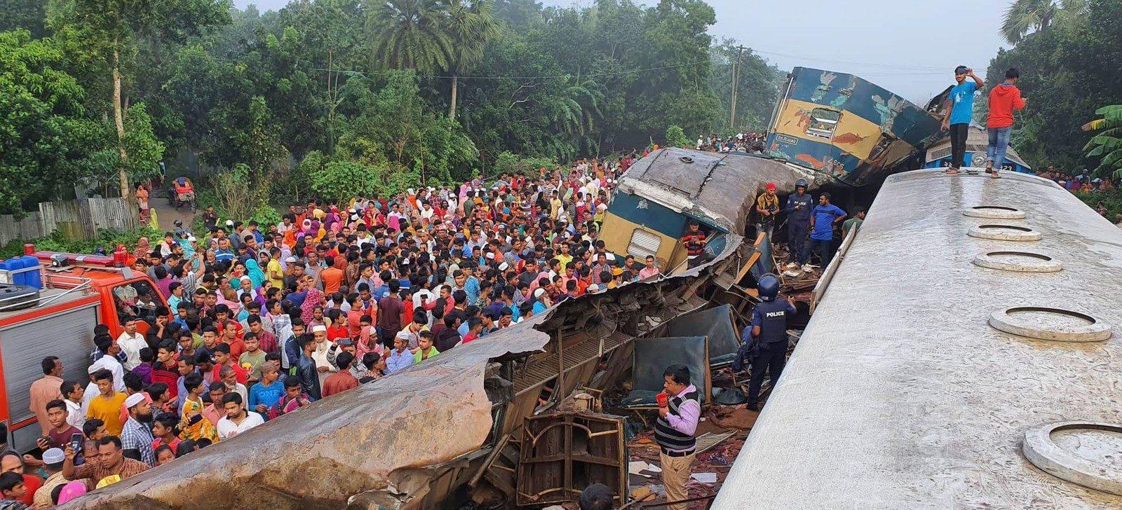 Choque entre trens deixa mortos e dezenas de feridos