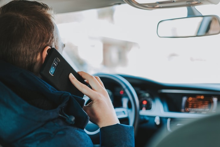 Multas por uso de aparelho celular no trânsito crescem 21%