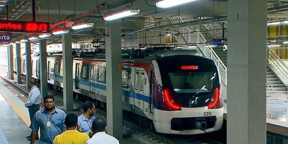 Metrô de Salvador é parcialmente interditada após alagamento
