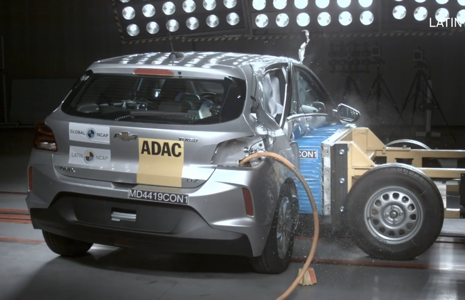 Chevrolet Onix hatch leva 5 estrelas em teste de colisão