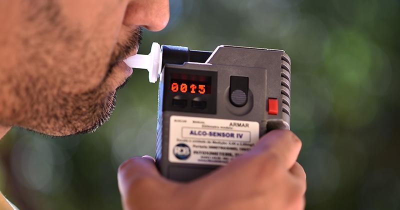 Código Penal deve prevalecer sobre o código de Trânsito em caso de recusa de bafômetro