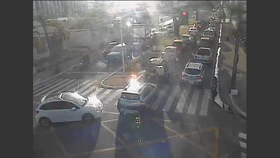 Manifestantes bloqueiam trânsito da Avenida João Machado em João Pessoa