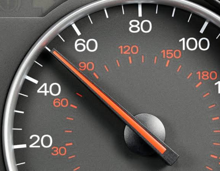Para especialista, Brasil precisa aumentar o controle de velocidade nas vias