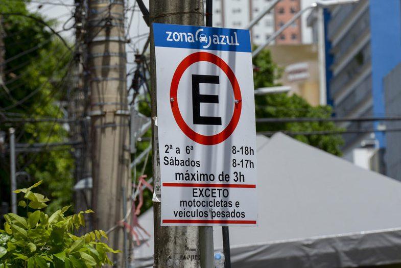 Projeto prevê gratuidade por 15 minutos em estacionamentos nas vias públicas