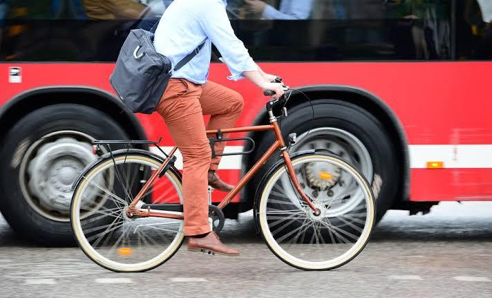Usar equipamentos adequados de segurança pode evitar acidentes em bicicleta