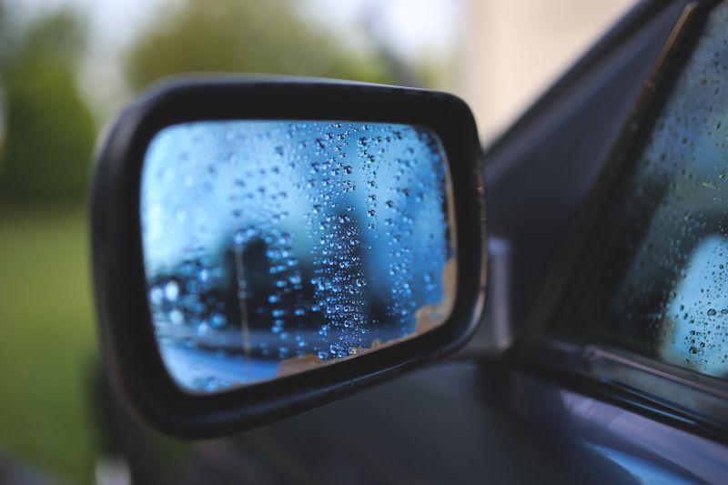 Saiba como agir caso o carro fique preso em uma enchente