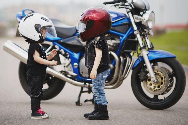 Criança na moto, pode?
