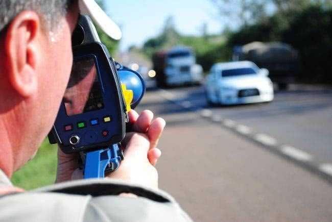 A infração por excesso de velocidade permanece entre as mais cometidas