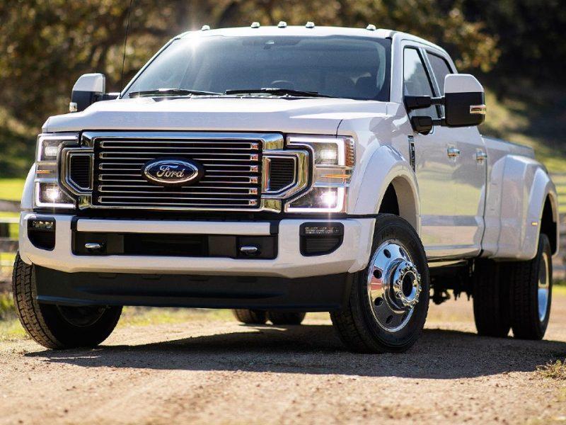 Nos EUA, defeito na Ford F-450 é arrumado com fita adesiva