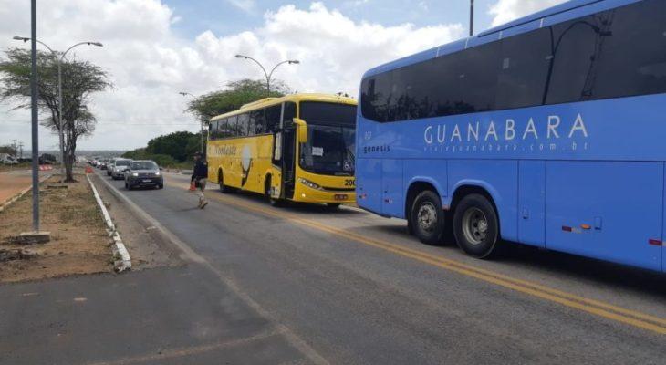 PRF realiza ação sobre importância do uso do cinto de segurança em ônibus