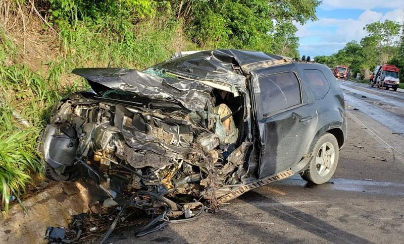 Dentista morre após colidir veículo em carreta em rodovia