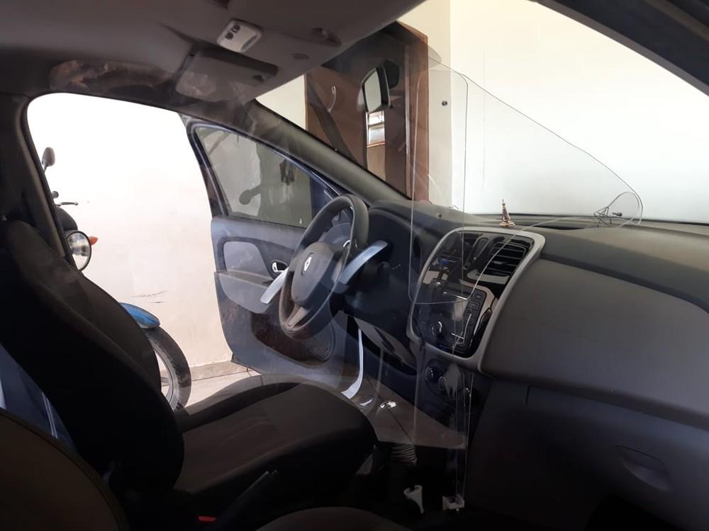 Motorista de aplicativo constrói cabine blindada contra agressores