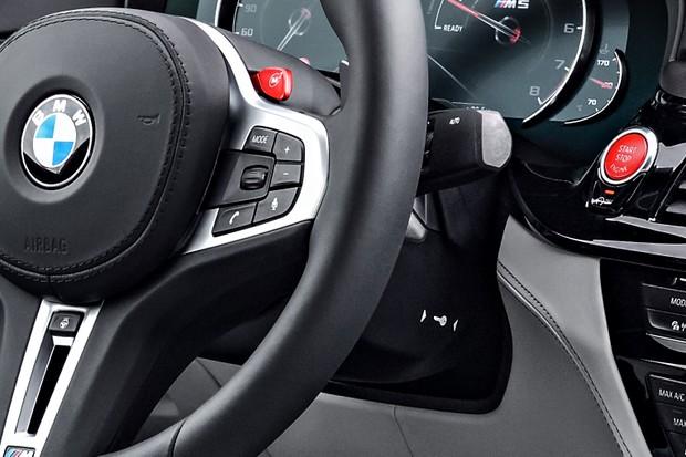 Dá pra ligar um carro com partida por botão se a chave presencial estiver sem bateria?