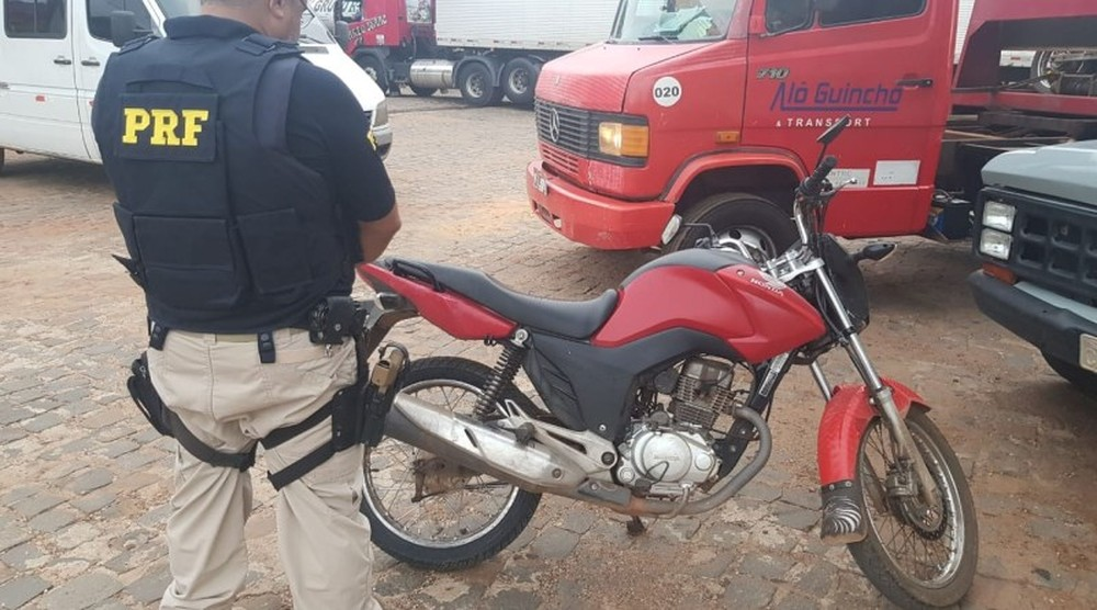 PRF apreende em Teresina moto com R$ 12 mil em débitos e 36 infrações