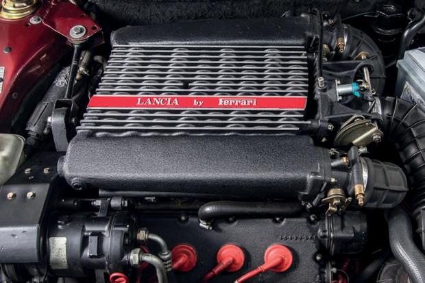 Um motor de carro pode funcionar ao contrário?