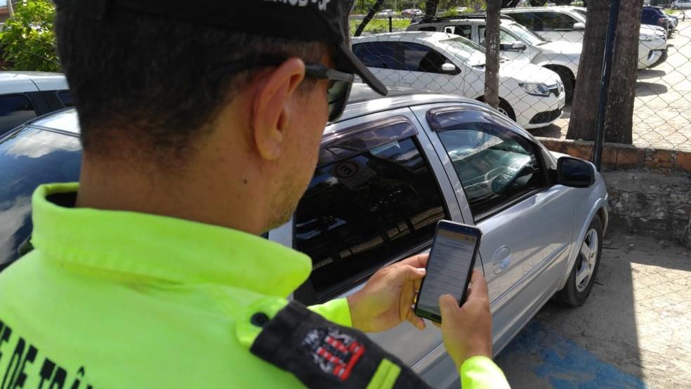 Plataforma digital; multas são notificadas pelo celular